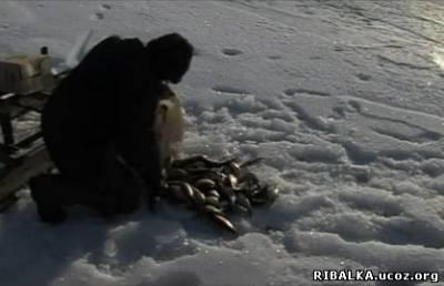 Рыбалка по последнему льду в Сарато...